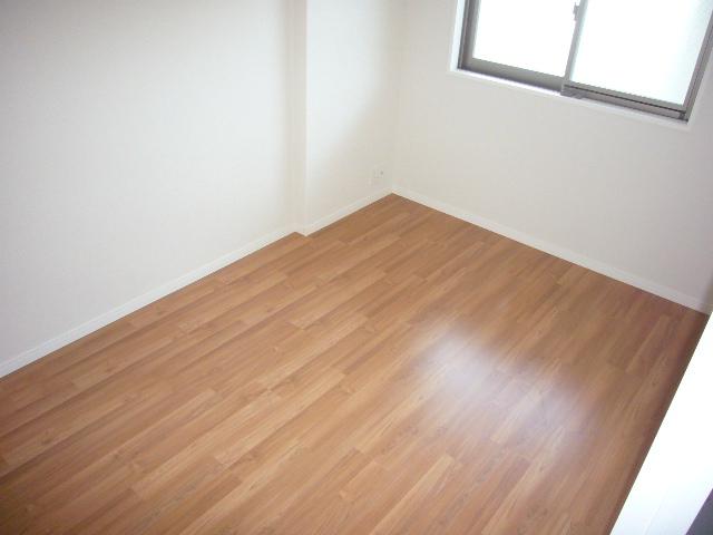 サントラップ / 402号室洋室