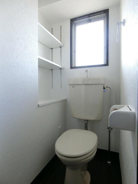 紙屋ビル / 106号室トイレ