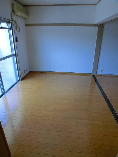 エクセレント12 / 203号室洋室