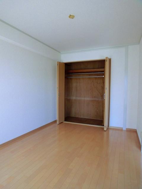 フローレスマンション / 302号室洋室