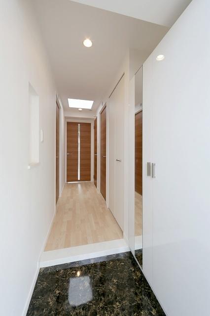 ボヌール レーベン / 203号室玄関
