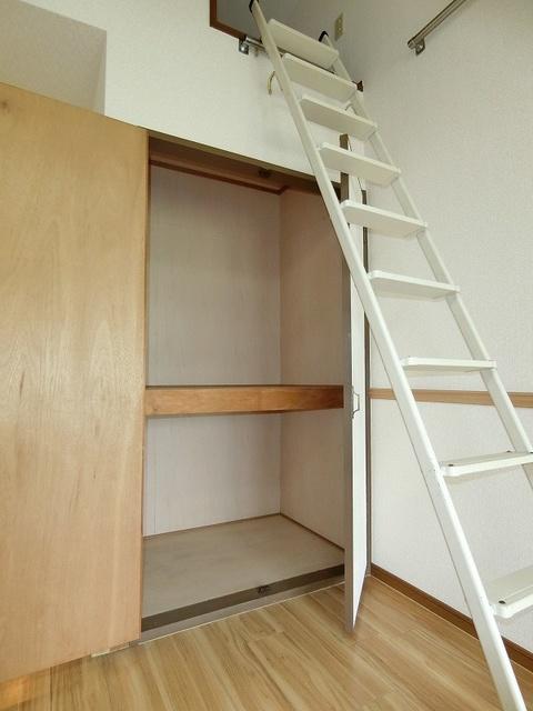 グルニエS・T / 102号室収納