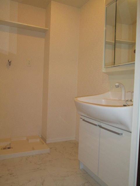 ソルモンテはかた / 601号室洗面所