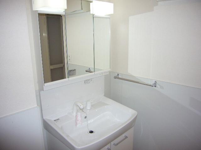 ルグラン博多駅南 / 603号室洗面所