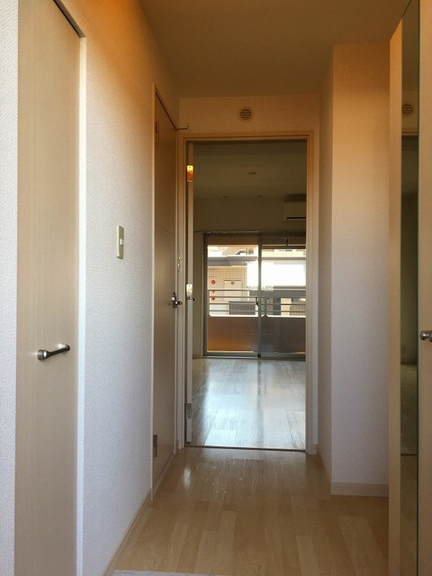 ラヴィ ヌーヴォ / 402号室玄関