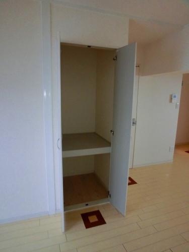 船越(義)ビル / 402号室収納