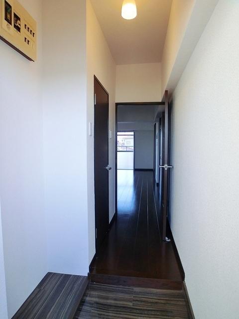 紙屋ビル / 401号室玄関
