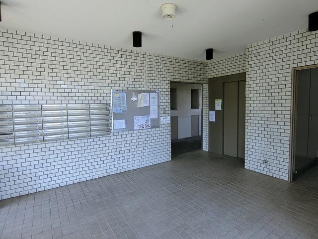 紙屋ビル / 501号室エントランス