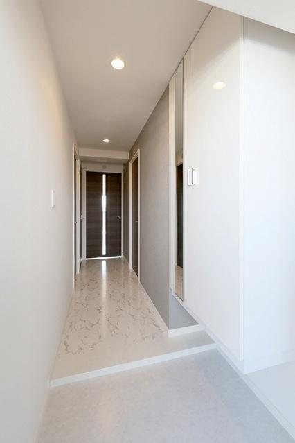 プレミールM / 102号室玄関