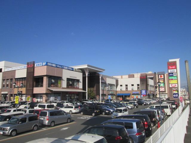 近くにショピングセンター(フォレオ博多)が有り 日用品からスポーツジム まであります。