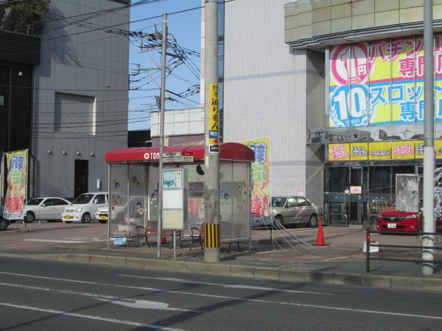 近くにバス停があり交通便利です。