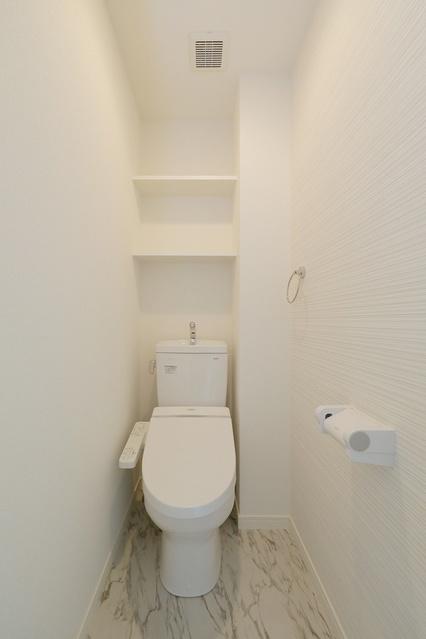 レア・エクロール / 105号室トイレ