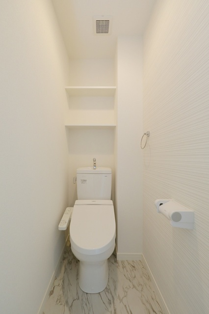 レア・エクロール / 405号室トイレ