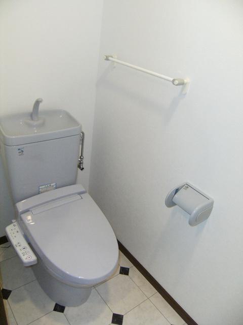 ビ・ザ・ビ・ランド(ペット共生) / 303号室トイレ