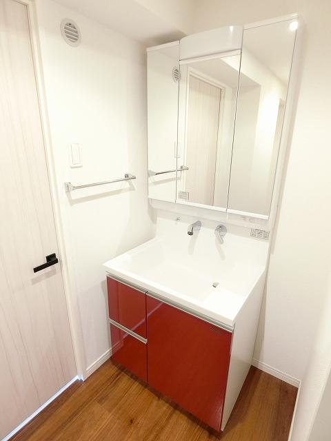 レア・エクロール / 403号室洗面所