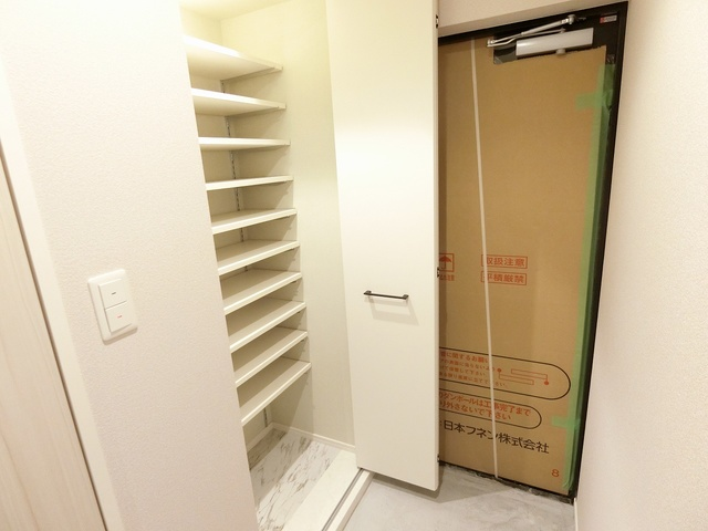 グランドゥール天神 / 703号室収納