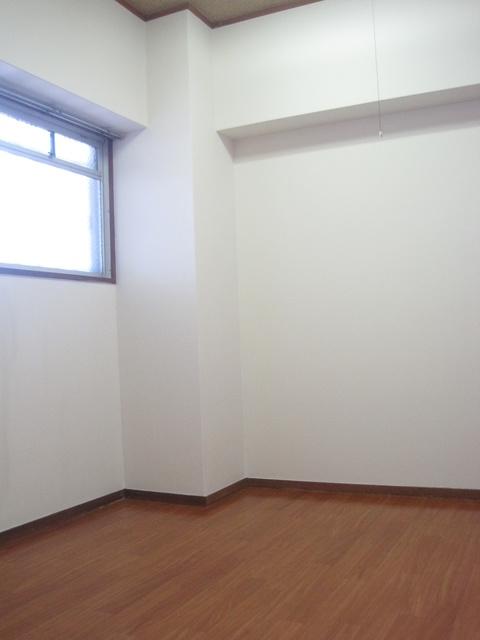 和白宮前ビル / 402号室洋室