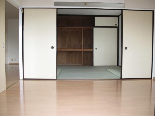 シャトレYK / 305号室洋室