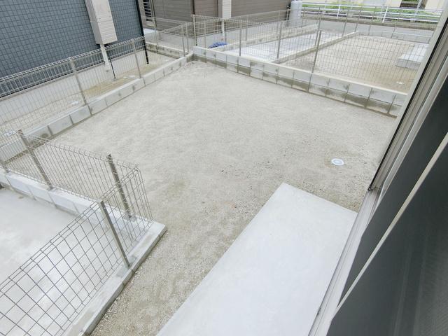 ブルーム(犬・猫可) / F棟号室庭