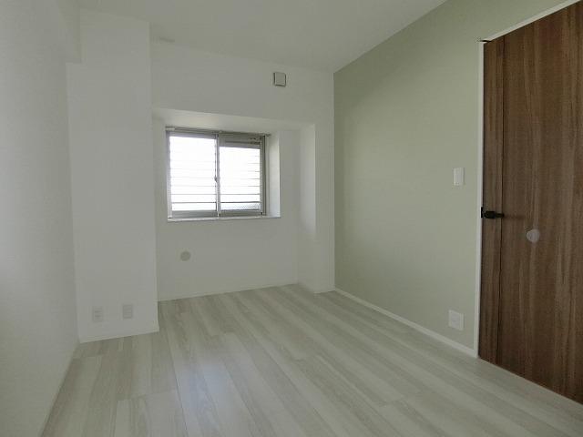 ウェスタ久留米けやき通り / 1-702号室洋室