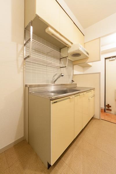 プラムハウス鳥飼 / 202号室キッチン
