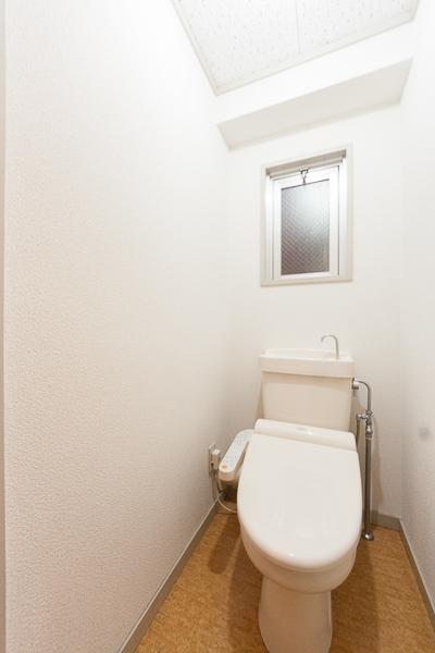 プラムハウス鳥飼 / 202号室トイレ