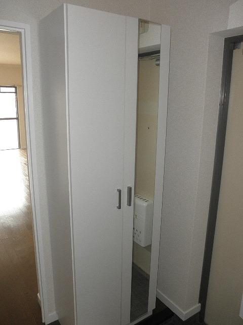 ロイヤルハウス天神2 / 402号室玄関