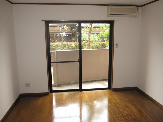 ライフコート篠原 / 202号室洋室