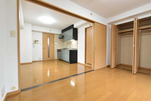 ローヤルマンション博多駅前 / 401号室リビング