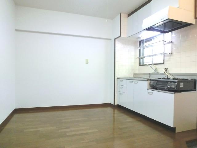 レジデンス秋山 / 302号室キッチン