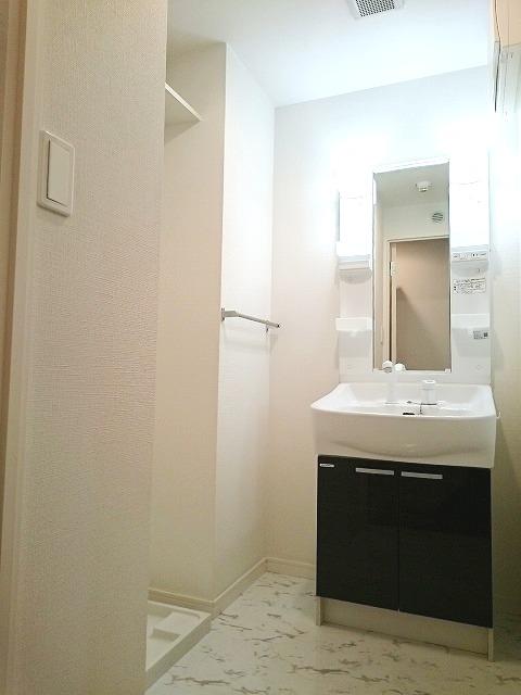 トラント・ドゥ博多 / 802号室洗面所