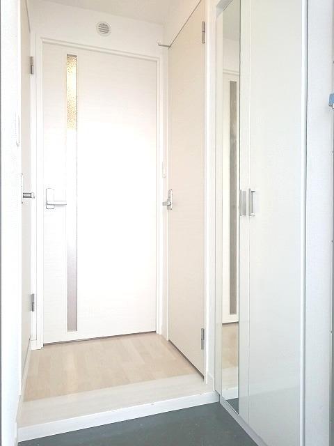 トラント・ドゥ博多 / 201号室玄関