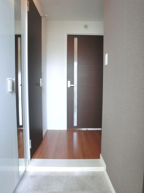トラント・ドゥ博多 / 205号室玄関