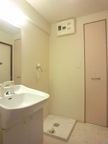 サンライズ F / 101号室洗面所