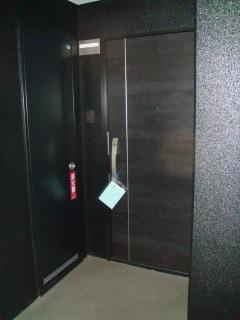 プレミール ホサカ / 302号室玄関