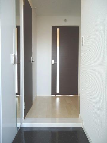 トラント・ドゥ博多 / 605号室玄関