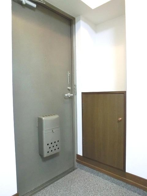 レジデンス秋山 / 302号室玄関