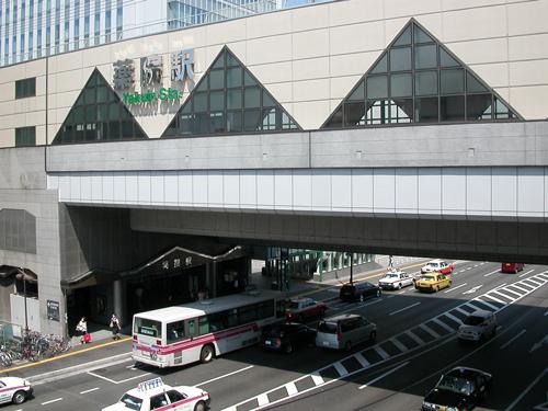 最寄駅。西鉄大牟田線の駅の一つ。利用者も多く、西鉄ストアやドトールなどのお店が入っている。