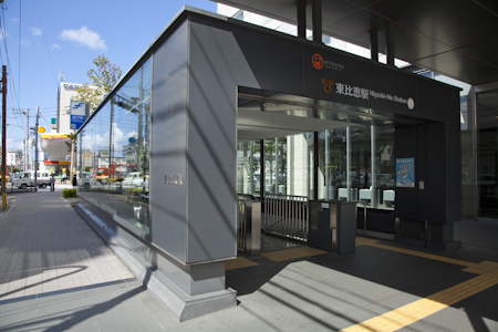 JR鹿児島本線と地下鉄空港線の交わる主要駅。隣地にテナントビルを建設中でさらにお店も増える予定。